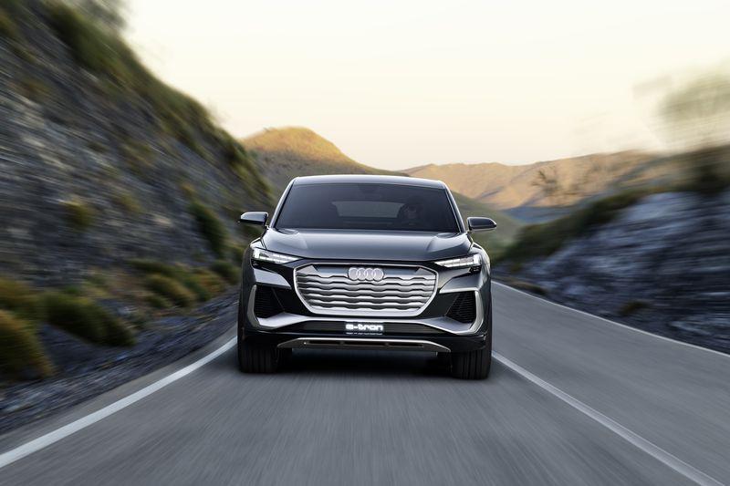 شاهد النسخة الرياضية القادمة من سيارة أودي الكهربائية Q4 SUV